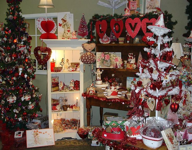 17 best images about valentine display ideas on pinterest for Valentine decorations to make at home