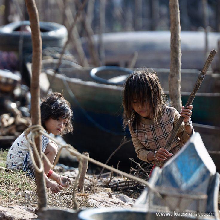 Kambodża. Kampong Phluk – dzieci z pływającej wioski.