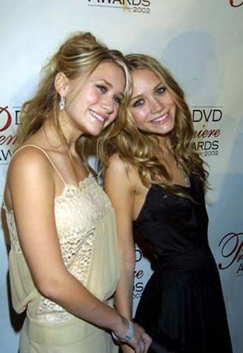 Mary-Kate and Ashley at the DVD Premiere Awards, c. 2002. (This is when MK started to look noticeably skinny.)