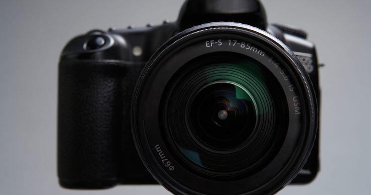 """Como alterar a abertura do obturador da Nikon D3000. A câmera digital D3000 SLR da Nikon permite-lhe controlar a velocidade do obturador, o """"f-stop"""" e outras configurações. O """"f-stop"""" é o tamanho de orifício da câmara que permite que a luz passe através dele. Com a D3000, há duas opções de alteração desse recurso. O aparelho pode alterar a velocidade do obturador automaticamente quando alterar ..."""