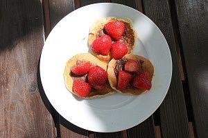 Pancakes s Nutellou a jahodami