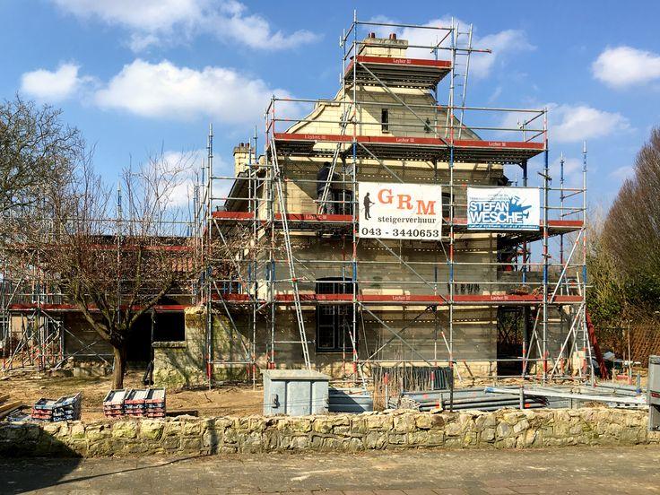 Uitvoering, steigerbouw is bij bijna afgerond #mergel #huis #renovatie #verbouwing #denieuwecontext #joeyrademakers #roelslabbers #bergenterblijt #bouwen #limburg #monument #schuur #aanbouw #hout #gevel #interieur #exterieur