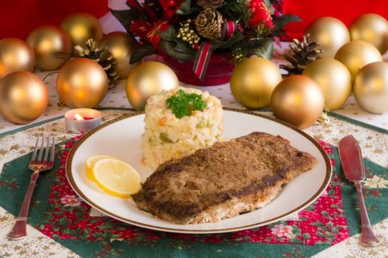 Odlehčená vánoční klasika – obalovaný kapr s bramborovým salátem