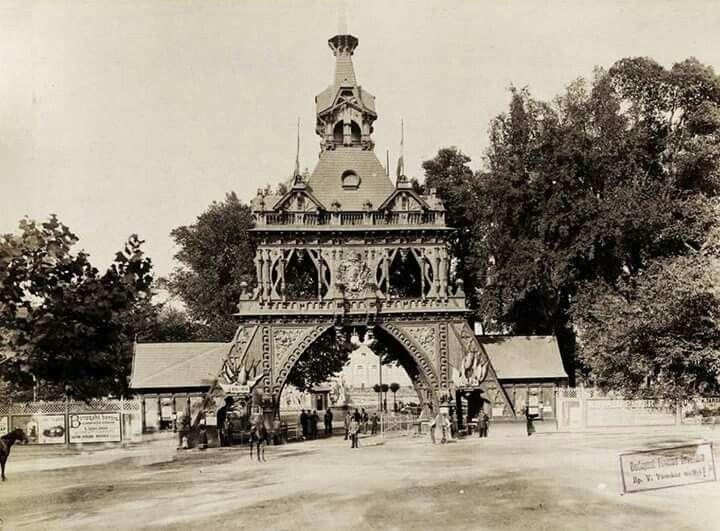 1896. Millnniumi kiállìtás bejárata a Városligetben.