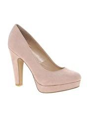 Zapatos de salón con plataforma en color beige Tuneys de New look