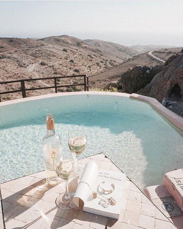 Is it wine o'clock yet? || Hump day feels via @jimsandkittys  #humpday #winetime #beachgoldinspo
