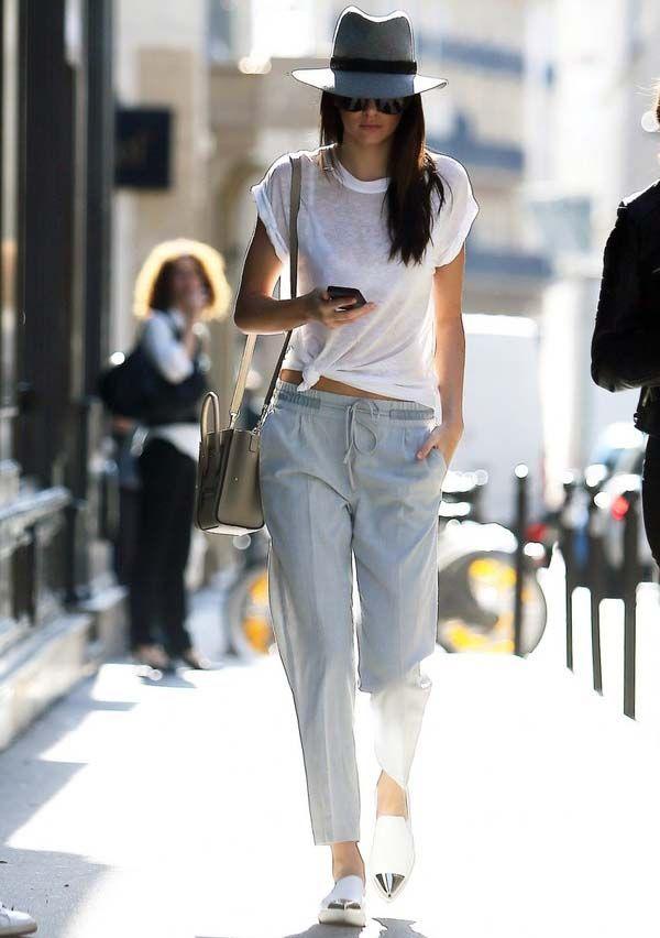 A calça jogging é a tendência perfeita pra quem adora ficar em casa assistindo netflix. Elas são confortáveis e com pegada cool, tem coisa melhor? Um exemplo disso é esse look de Kendall Jenner com calca jogging de alfaiataria, blusa branca básica e chapeu