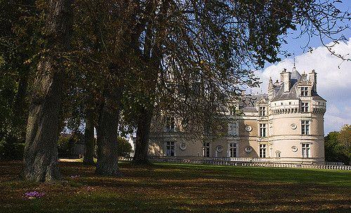 https://flic.kr/p/5T6Tm5 | Horse Chesnut Trees - Chateau de Lude | Chateau de Lude, Loire Valley, France