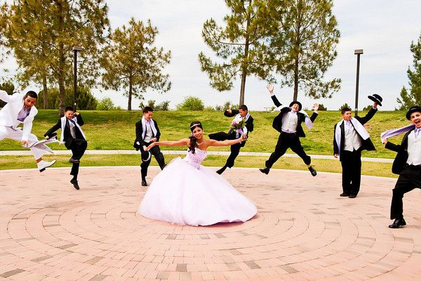 I so wanna take a picture like this for my Quinceanera