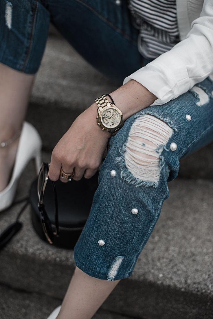 Die schönsten Jeans der Saison Statement Jeans Guide | Julies Dresscode Fashion Blog | Jeans mit Perlen, Jeans mit Patches, Two Tone Jeans, Jeans mit Fransensaum, bestickte Jeans | Fashion Trend, Fashion, OOTD | https://juliesdresscode.de