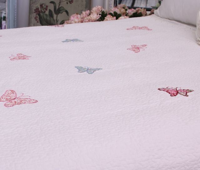 Exquisite Appliquéd Butterfly Quilt. Available in three sizes:  Single /three quarter 180x250cm  Double / queen 230x250cm  King / Super King 260×250