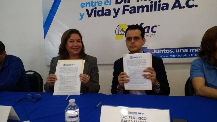 Chihuahua, Chi.- El DIF municipal y la fundación Vifac firmaron un convenio que dará 110 mil pesos para el resto del año apoyando a mujeres