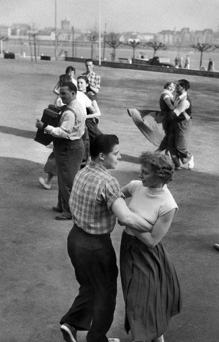 Henri Cartier-Bresson - WEST GERMANY. Rheinland-Westphalia. Düsseldorf. 1956.