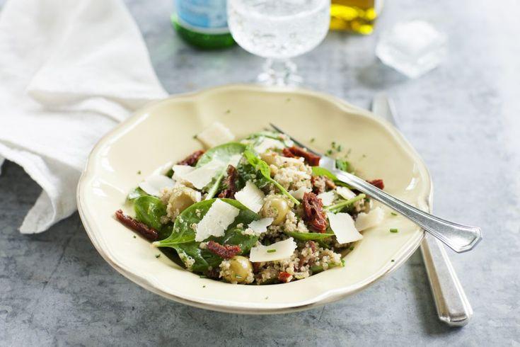 Quinoa med pesto och oliver