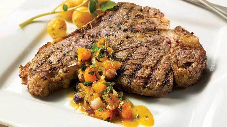 Biftecks d'aloyau, compotée d'oignons rouges et d'abricots #IGA #recette #bifteck