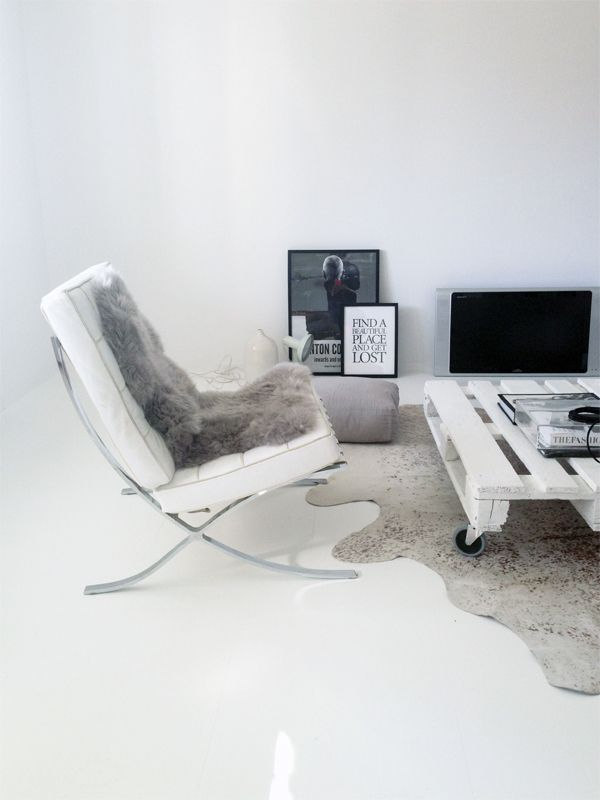 STIL INSPIRATION | New home - Living room #white floors#