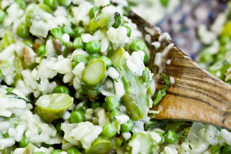 Kitchenette — Rizoto s chřestem, hráškem, čerstvými bylinkami a citrónovou kůrou