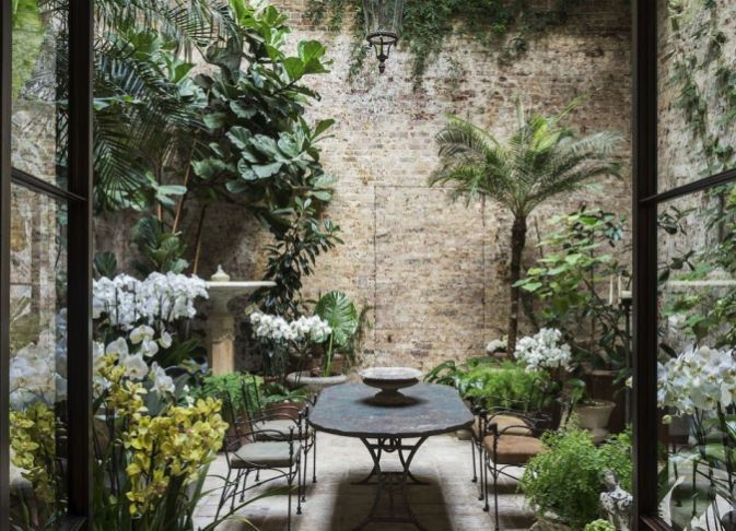 Small courtyard garden with seating area design and layout 92