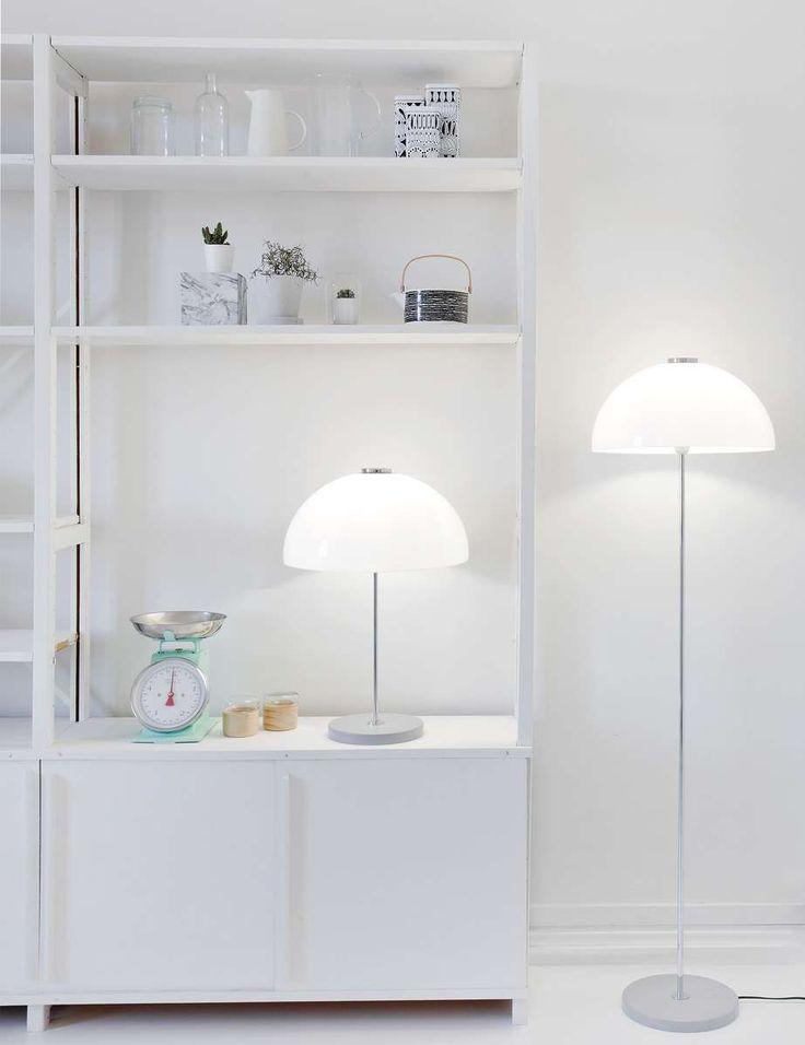 Die schlichte und stilvolle Innolux Kupoli Tischleuchte passt durch ihr wunderbar elegantes Design einfach in jede Umgebung. Die zeitlose Tischleuchte erhielt ihren Namen von ihrer besonderen Form - einer Kuppel. Entworfen wurde die...