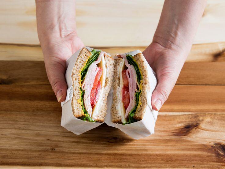 少しの手間てカフェ風にワックスヘーハーを使ったサントイッチの包み方