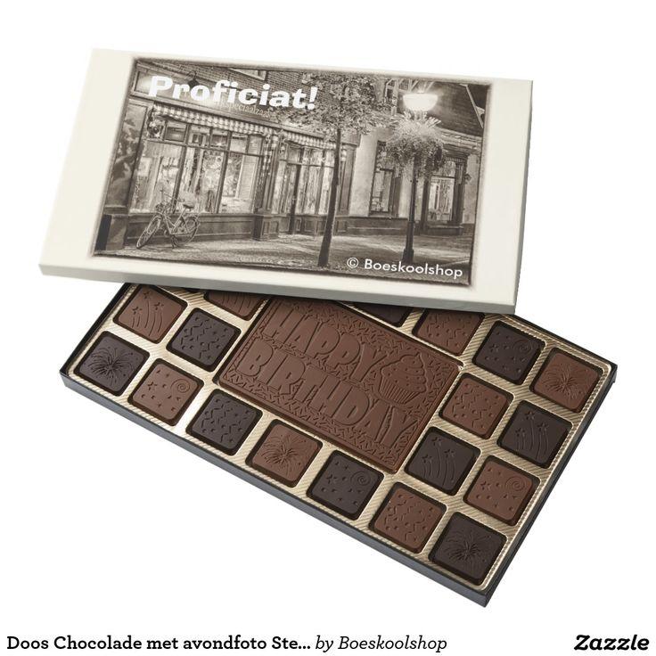 Doos Chocolade met avondfoto van de Steenstraat in Oldenzaal. Met de mogelijkheid om tekst te verwijderen c.q. aan te passen dan wel eigen logo toe te voegen.