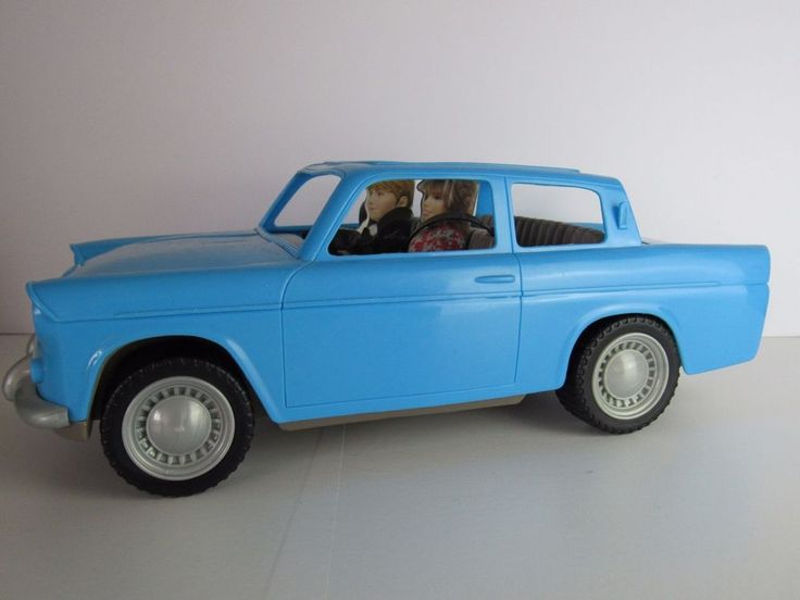 """Harry Potter Car Ron Weasley Flying Ford Anglia Disappearing Luggage - Large 15"""""""