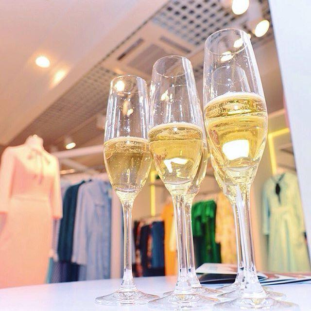 """Доброе утро! Да-да, у нас уже с утра шампанское, подарки и вечеринка!Ждем вас в ТРК """"Проспект"""" на открытии нового магазина MustHave! Ул. Красногвардейская (Гната Хотеевича), 1В, вход В #madeinukraine #musthaveua #grandopening #champagne"""
