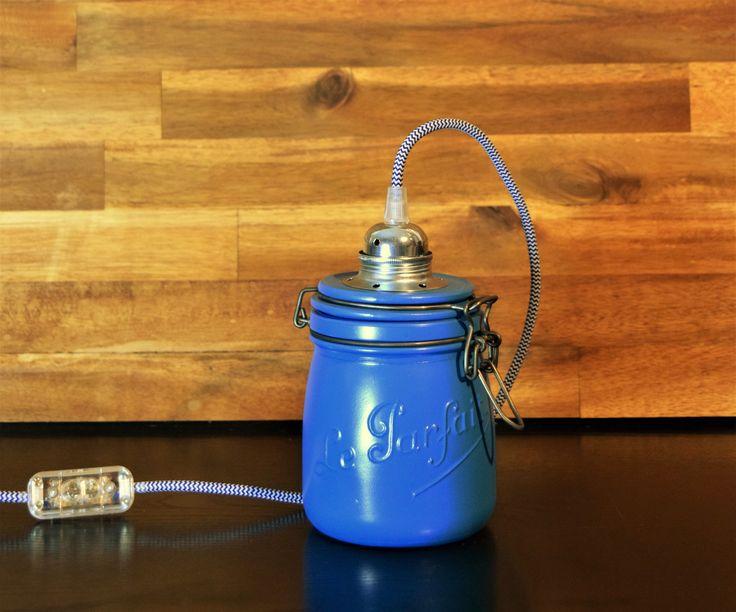 """I Was Creations - Créateur de Renouveau, vous propose ce  Bocal Le Parfait, idéal pour donner une touche déco à votre intérieur.  Description du produit :  """"Bleu Squid"""" Hauteur : 22 cm Largeur : 13 cm  200 cm de câbles  Interrupteur et prise : transparent    Câble : Bleu et Blanc effet 3D  plus d'infos sur : Iwascreations@hotmail.com  suivez moi sur : https://www.facebook.com/iwascreation/  Mais aussi : http://iwascreations.blogspot.fr/"""