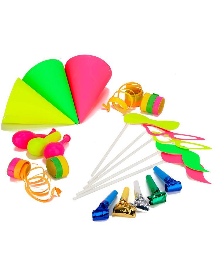 Sacchetto di cotillons fluo per 5 persone: Questo sacchetto di cotillons per 5 persone è composto da:- 5 cappellini a punta rosa, gialli e verde- 3 palloncini viola, arancione e verde- 1 rotolo di serpentine- 5 Photobooth- 5 lingue di...