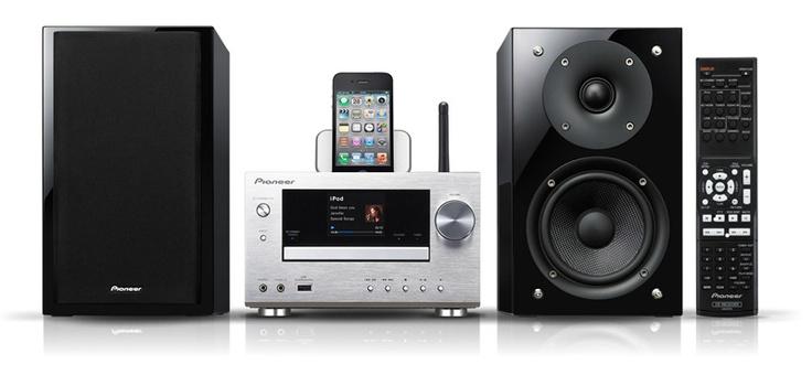 System Micro ze stacją dokowania dla iPod, iPhone, WiFi, DLNA, Airplay, radiem internetowym, możliwością podłączenia modułu Bluetooth, 2 głośnikami o mocy po 50W (srebrny)  - X-HM81-S