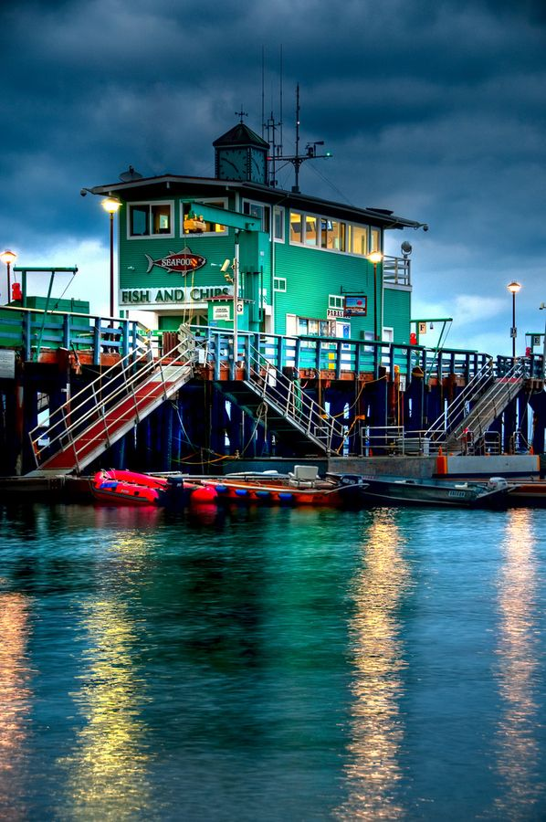 Catalina Island Pier, California, USA... The BEST abalone burgers !!!! Spent every summer there...miss it
