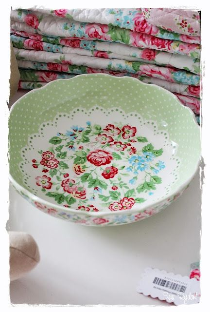 Antique / thrift shop -- wouldn't a bowl of ice cream taste so much better in this pretty little bowl?