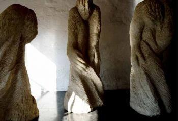 Het Fransmansmuseum in vervlogen woorden - Forse handen, dansende lijven door An Devroe. De Fransmans waren de Vlaamse seizoenarbeiders die in Frankrijk gingen werken als bietenmannen en -vrouwen of astepieten. In het Fransmansmuseum in Koekelare getuigen ze van het labeur, de cafard en een niet te vergeten geschiedenis