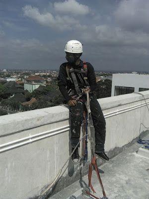 Penyedia Jasa Kebersihan Kaca & Perawatan Gedung Bertingkat: Highrisk Service-Tehnik Pembersihan Kaca Pada Area...