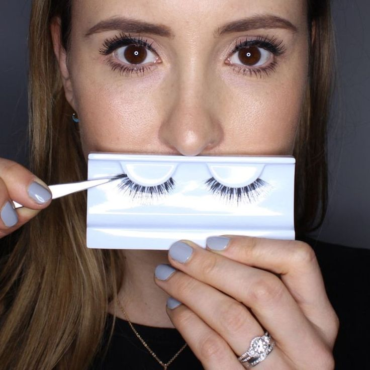 Tips to Make the Application of False Eyelashes Much Easier