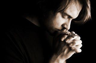 Prières catholiques | Hymne de repentance de saint Augustin  |    Sous tes yeux, ô Seigneur,  Nous portons le fardeau de nos fautes,  Et nous portons en même temps...
