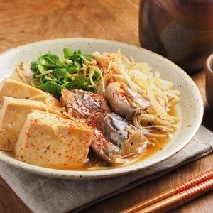 鯖水煮缶で「さば豆腐」 by 筋肉料理人さん | レシピブログ - 料理ブログのレシピ満載!   ∩・∀・)こんにちは~筋肉料理人です!鯖の水煮缶詰を使った、簡単、美味しい料理の紹介です。鯖缶で肉豆腐風の鯖豆腐を作りました。材料は鯖水煮缶詰、木綿豆腐、もやし、エノキダケ、かいわれ大根なので、財...