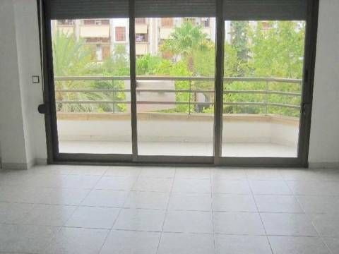 Casa de banco! Piso - apartamento en venta en jvea / xbia. La propiedad cuenta con una superficie de 100 m². La vivienda se sita en la planta 3 y posee 3 dormitorios y 2 baos. Se ubica en la zona d...