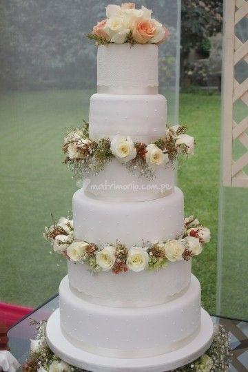 Tortas de matrimonio en Lima.  Con flores naturales. Dos pisos cake flor natural de Dul & Pas | Foto 25