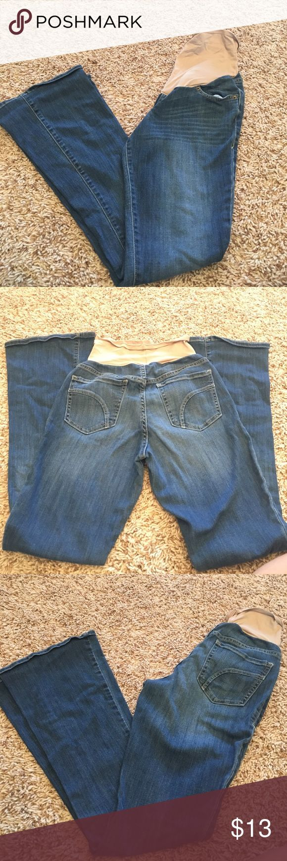 Old navy maternity Jean size 2 In great condition! Only wore for one pregnancy! Still have a lot of use left! Old Navy Jeans Boot Cut