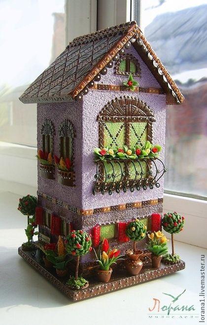 Оригинальное украшения для Вашей кухни и интерьера. Сказочный домик для хранения чайных пакетиков. Декор из полимерной глины. Все деатли покрыты защитным слоем акрилового лака 'Поли-Р' отмеченный знаком 'голубой ангел' Абсолютно не токсичен и безвреден для людей и экологии.