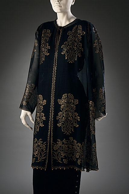 Woman's evening jacket, Mariano Fortuny, c. 1920. Could very easily be a kurta. Hmmm. There's an idea!