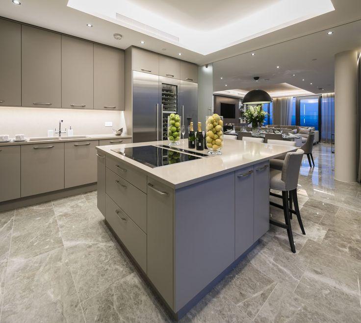 La cucina (enorme)