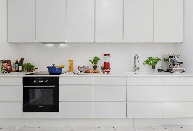 Hunajaa ja maitoa: Keittiöremontti - osa 9 - sisustussuunnittelija ja ovien vaihto