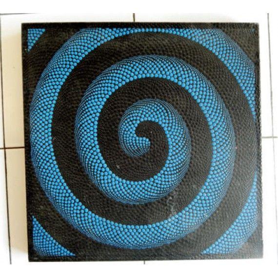 Lukisan dot painting motif spiral  Panjang : 50 cm  Lebar : 50 cm  Bahan : Kanfas, Cat Vynilex  Lukisan ini menggunakan Teknik Melukis Dot (Dot Painting).  Lukisan titik (dot painting) ini menggambarkan sebuah cerita. Pelukis dot menciptakan gambar dengan menerapkan titik-titik berbagai warna, dengan menggunakan alat-alat primitif seperti tongkat, duri moncong dan paku yang di lakukan pada suku Aborigin. Tapi sekarang sebagian seniman memadukan seni Lukisan titik (dot painting) dengan ide…