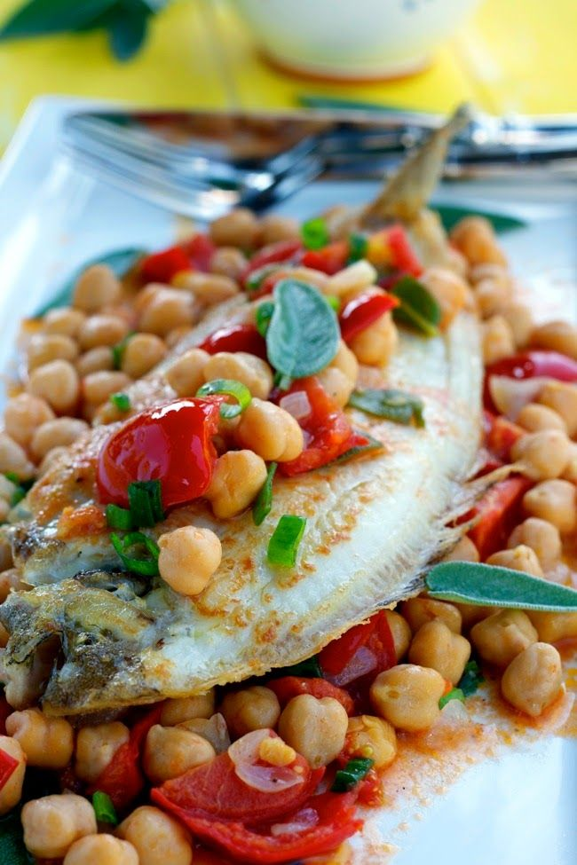 LENGUADO CON GARBANZOS, TOMATES Y SALVIA (Quick Fish with Chickpeas, Tomatoes and Sage) #RecetasFaciles #RecetasConLenguado #RecetasConGarbanzos