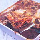 Ouderwets lekkere lasagne van Tana Ramsay, uit het kookboek 'Home Made' van Tana Ramsay. Kijk voor de bereidingswijze op okokorecepten.nl.