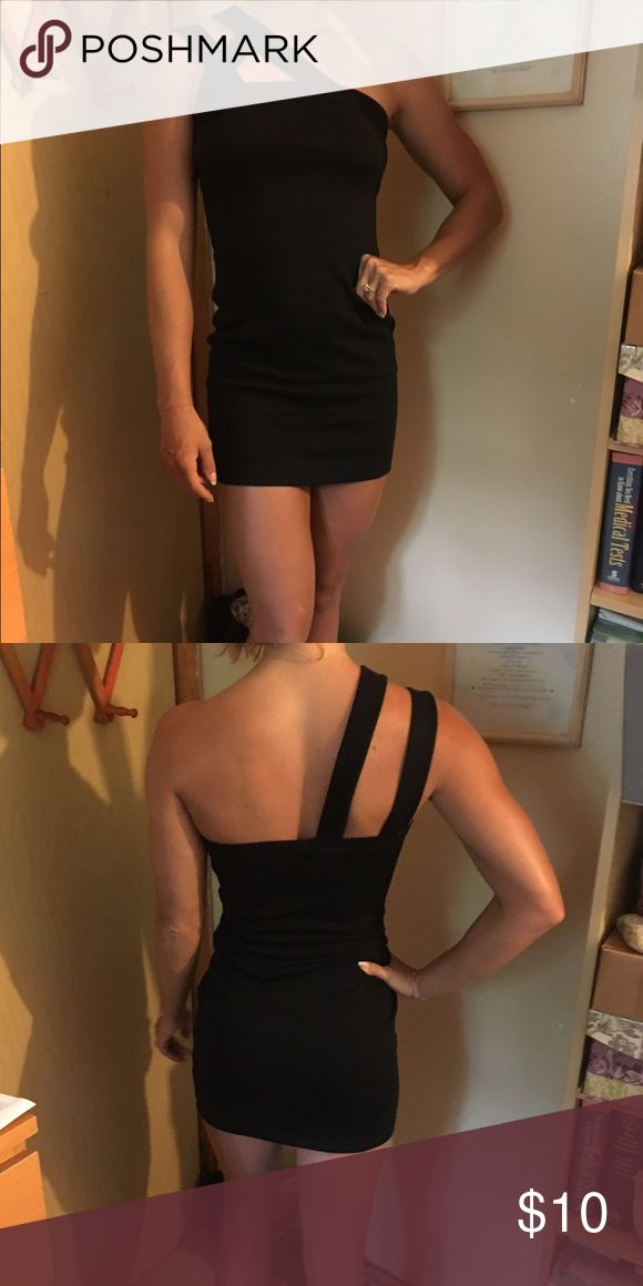 Simple Black Dress Was given this by someone who never wore it and then I ended up never wearing it! Asos Dresses Mini