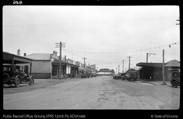STREET SCENE YOUNG STREET FRANKSTON LOOKING EAST TOWARDS STATION - Public Record Office Victoria
