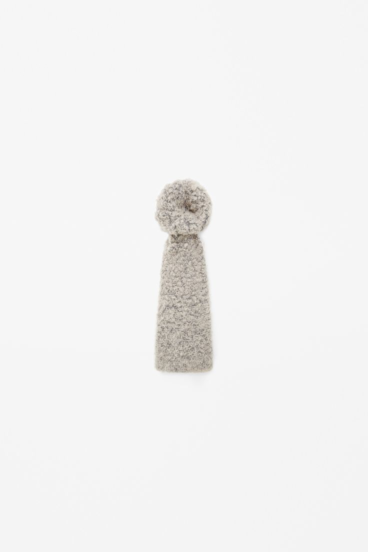 Curly wool scarf